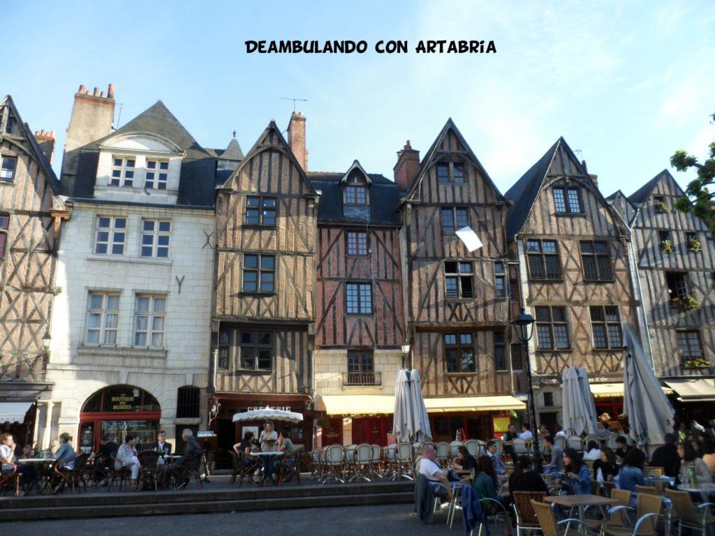 Tours 1024x768 - Valle del Loira en 2 días
