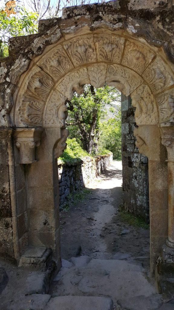ribeirasacra281729 576x1024 - Ruta de miradores de la Ribeira Sacra