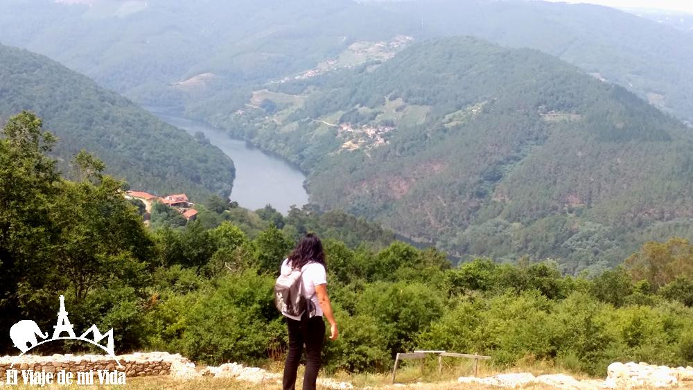 catamaran rio mino galicia 2 - Galicia: 12 visitas imprescindibles (recomendadas por bloggers gallegos)