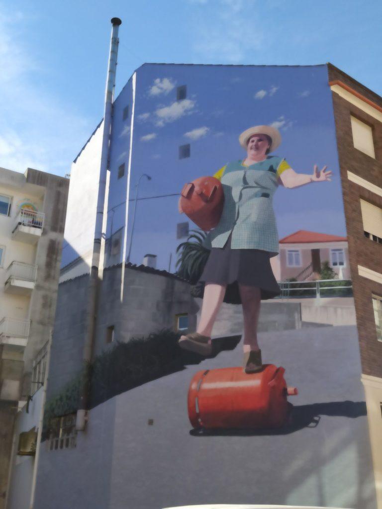 murales cambre 3 768x1024 - 5 lugares con arte urbano en Galicia