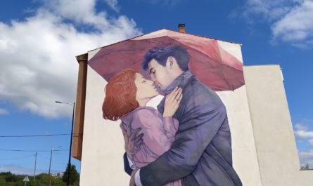 murales carballo 1 445x265 - 5 lugares con arte urbano en Galicia