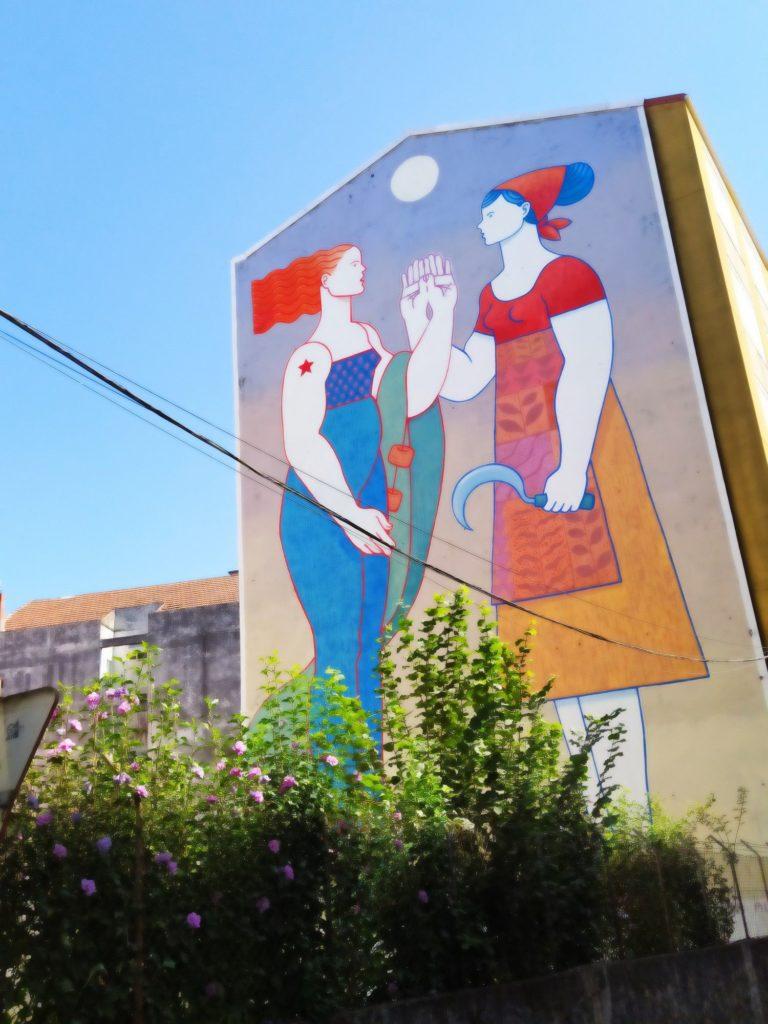 murales carballo 6 768x1024 - 5 lugares con arte urbano en Galicia