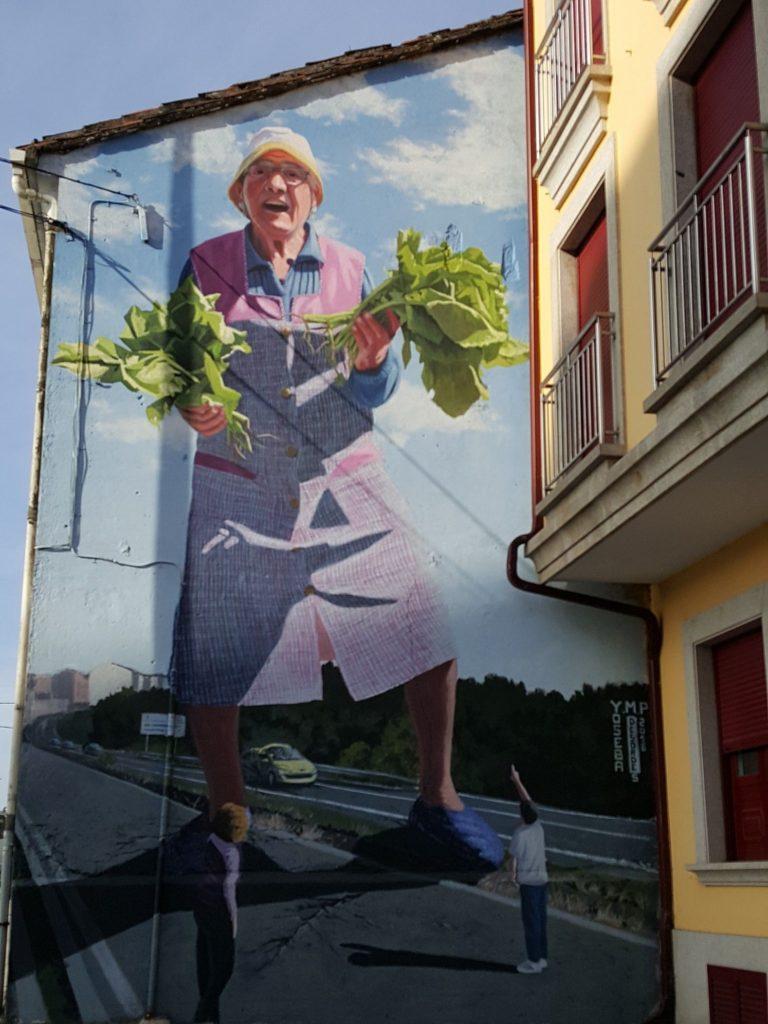 murales ordes 1 768x1024 - 5 lugares con arte urbano en Galicia