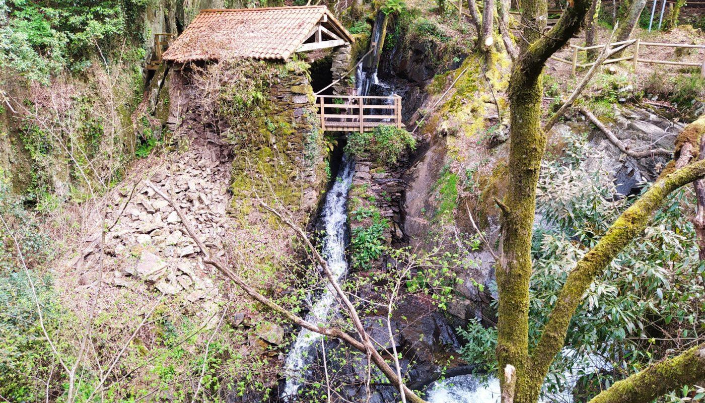vilasantar ruta dos muinos 16 1400x800 - Senderismo en Vilasantar: Ruta dos muíños do río das Gándaras